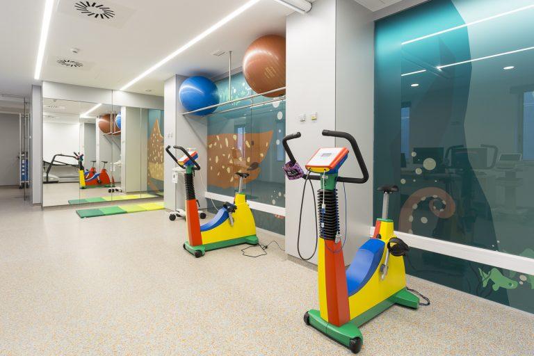 Sala equipada del Área de Rehabilitación Cardíaca Infantil